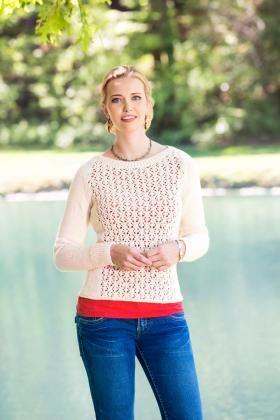 Симпатичный пуловер спицами для женщин приталенного силуэта. Вязание модели осущетсвляется по частям, перед и спинка в центре украшены ажурным...