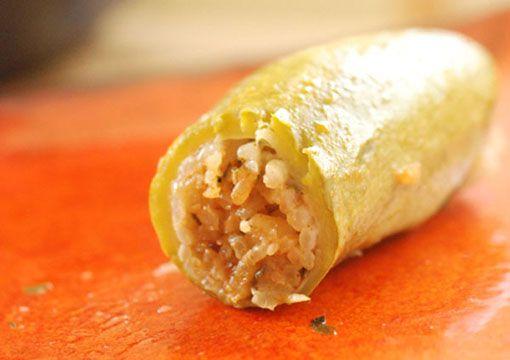 Κολοκυθάκια  γεμιστά με ρύζι και άσπρη σάλτσα