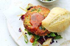 Broodje Aziatische visburger met sla. De burger zelf is maar 2sp! Zalig, we hebben echt zitten smullen