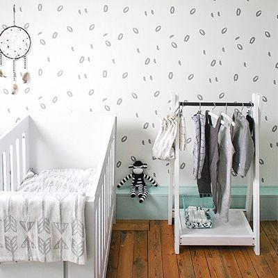 Roomblush behang Graffiti grijs Het prachtige vliesbehang van Roomblush heeft tijdloze prints en mooie kleuren. Ideaal dus om te gebruiken in de baby- en kinderkamer! De collectie van Roomblush bestaat uit o.a. vloerkleden, opbergzakken, behang, speelkleden, dekens en kussens. Mix en match de producten en geniet van de prachtige ontwerpen! Let op! De levertijd van …