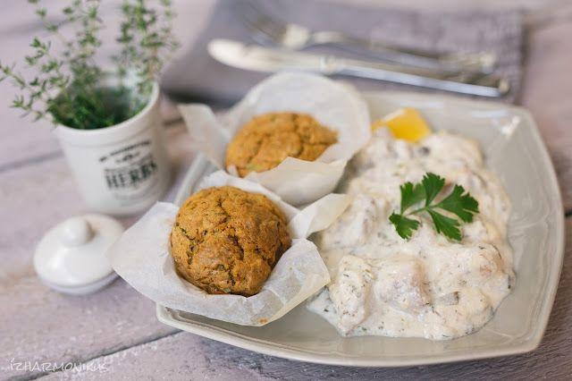 Joghurtos-tejfölös harcsaragu cukkinis-sárgarépás muffinnal