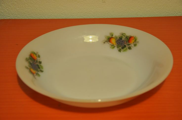 Arcopal serving plate. Fruits de France pattern.