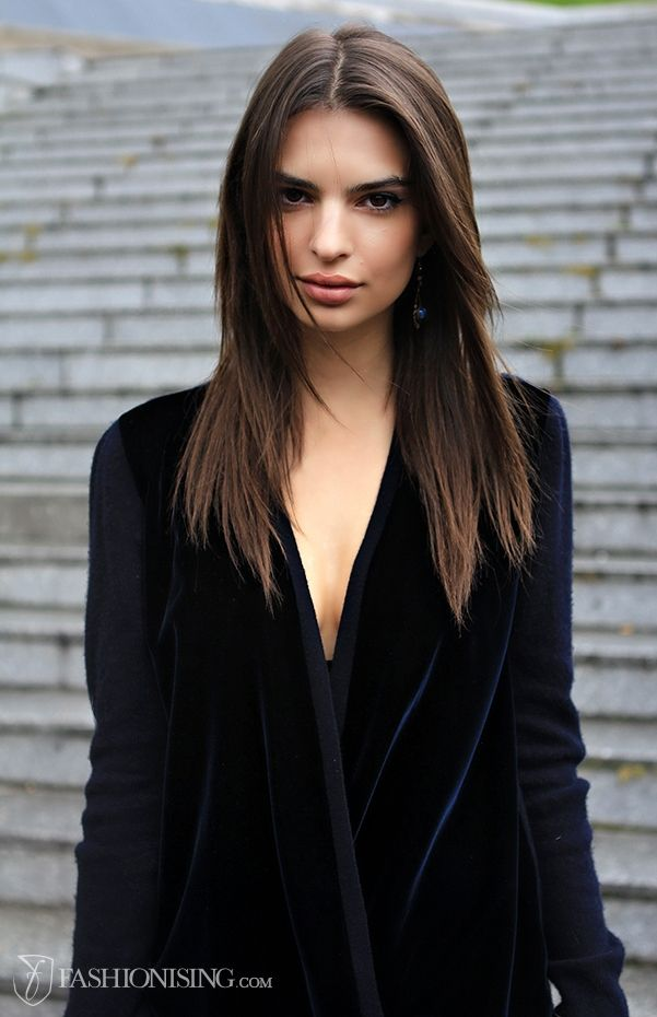 emily ratajkowski paris fashion week