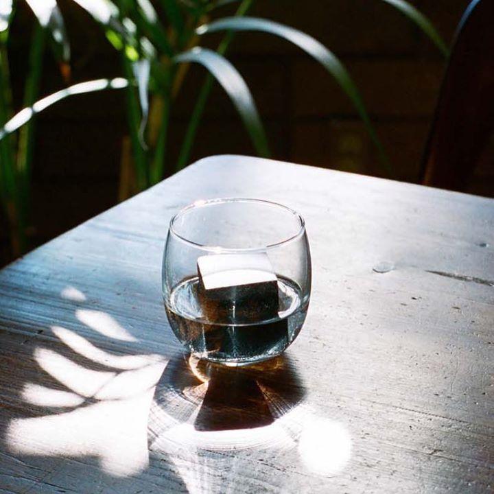 HIP HIP HOO-RAY it's Friday. And with our Drink Rocks by Runa Klock for @areaware your post work drinks will be oh so much better. คณเตรยมความพรอมสำหรบสดสปดาหนหรอยง เราขอแนะนำ นำแขงหนจาก AREAWARE สำหรบเครองดมของคณ ผลตภณฑทจะชวยรกษาความเยนและไมทำใหรสชาตดงเดมเสยไป.