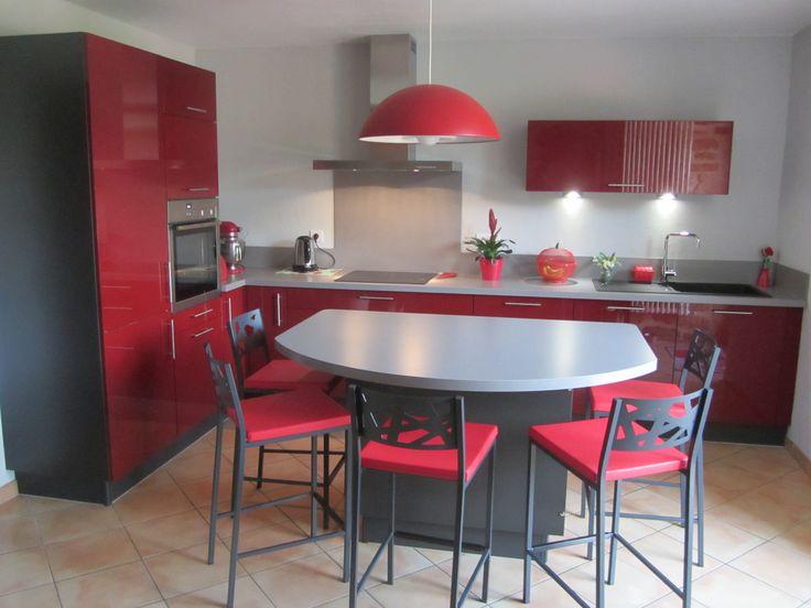 latest la cuisine de jeanpierre a encourage au partage directement dans la cuisine with. Black Bedroom Furniture Sets. Home Design Ideas