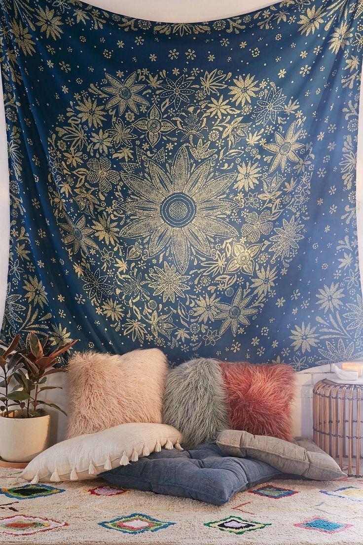 Ioana Daisy Medallion Tapestry | Urban Outfitters