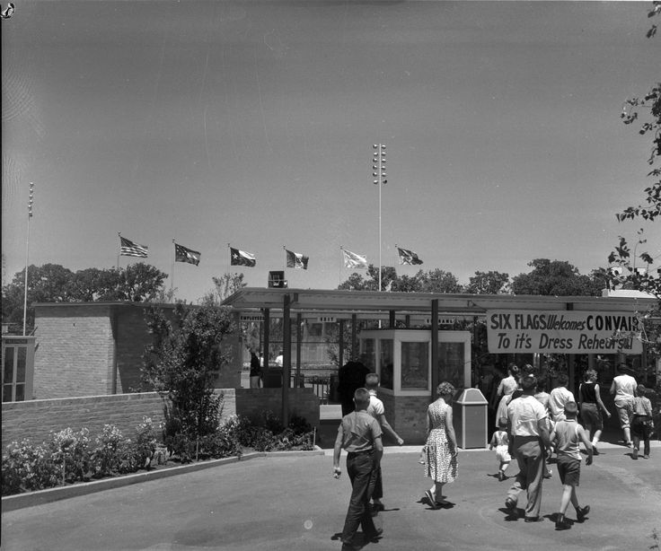 https://flic.kr/p/bPYvVD | 10005483 | Convair workers got an advance look at the park as part of a trial run in the days before the official opening on August 5, 1961. Ling-Temco, Texas Instruments, and Six Flags employees also had special days to visit. (Courtesy of the Arlington Citizen-Journal Collection)