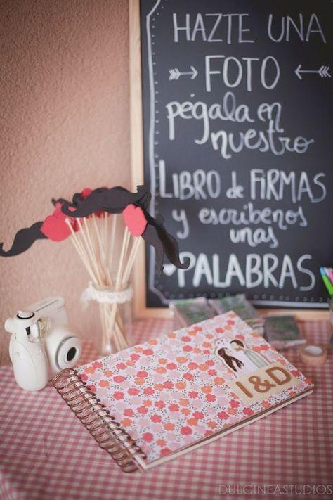 Los libros de firmas para bodas deben representar tu estilo único desde la entrada a la recepción. Libros de firmas originales y un DIY! :)