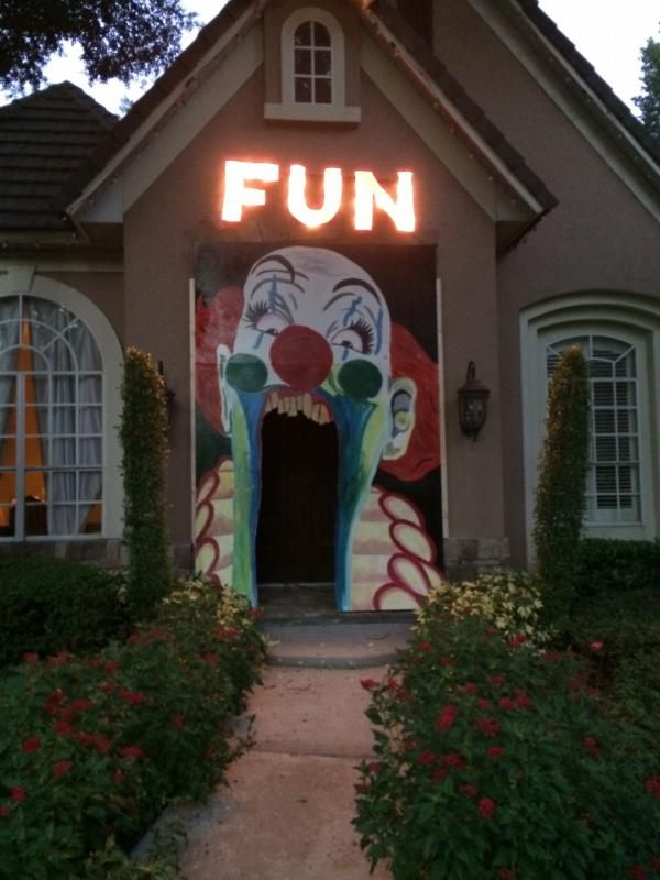 "Clown entrance..........It would be sooo scary if you could make the ""F"" flicker back and forth to an ""R."""