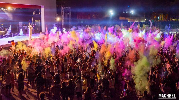 Estallido de color nocturno Holi Party Festival 2014 en Centro Niemeyer de Avilés Asturias by machbel