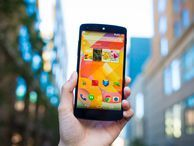 Top 5 reasons to get the Nexus 5 The Nexus 5 is one of the best Android handsets currently available, especially when it comes to unlocked smartphones. But if you're still unconvinced, here are five reasons to reconsider.