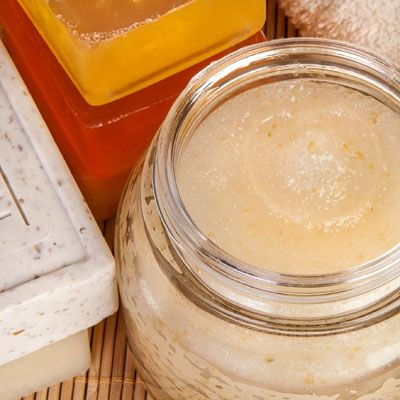 DIY-Kosmetik-Rezept für eine Honigcreme Honigcreme selber machen - ideal für trockene, empfindliche Haut.