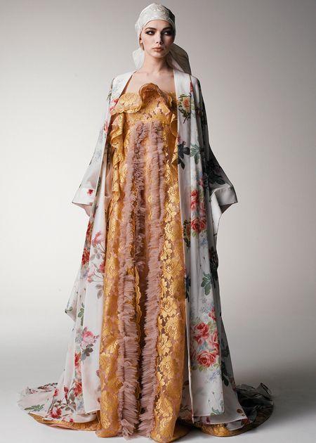 ヴィンテージゴールドのバラ柄レースをたっぷり使った逸品 ♡オリエンタルな花嫁衣装ウェディングドレスまとめ参考一覧♡