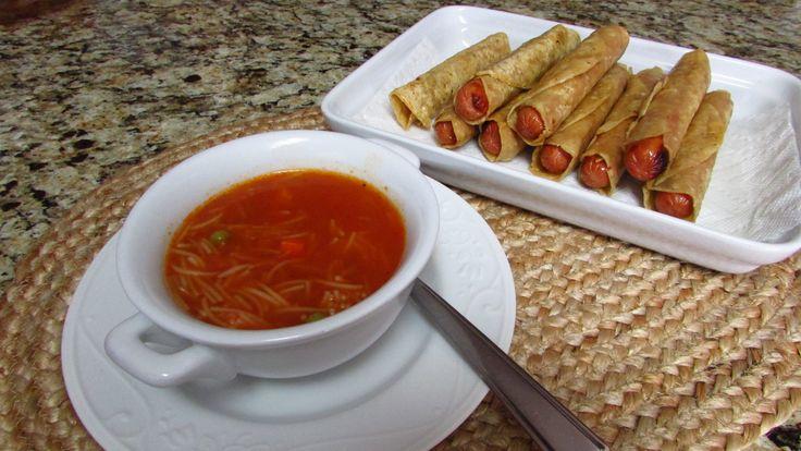 Sopa de fideo con verduras y Flautas de salsicha.