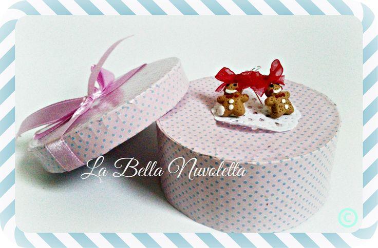 Pendientes galletita muñeco gengibre nata  labellanuvoletta@gmail.com  si te gusta y quieres comprarlo no dudes en escribirme