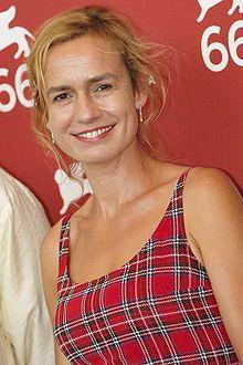 Sandrine Bonnaire est une actrice, réalisatrice et scénariste française née le 31 mai 1967 à Gannat (Allier).