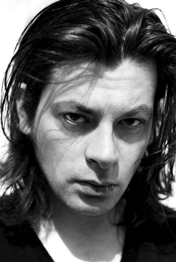 Benjamin Biolay, né le 20 janvier 1973 à Villefranche-sur-Saône1 dans le Rhône, est un auteur-compositeur-interprète et chanteur français.