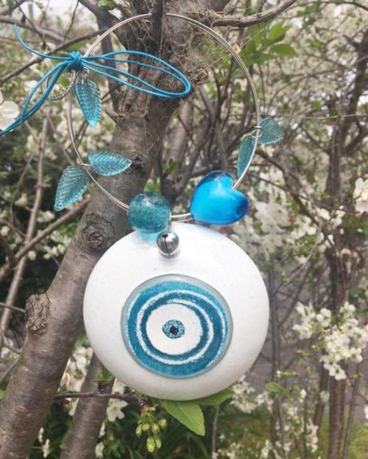 ℎᗩᑭᑭƳ  ᑎƐᗯ   ƳƐᗩᖇ! with our glass Santorini Eye charm $65. Handmade in Greece