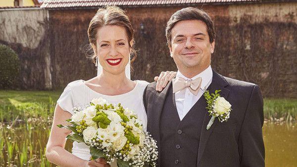 EXKLUZIVNĚ: První FOTKY ze svatby Hedviky a Oty - Ulice - TV Nova