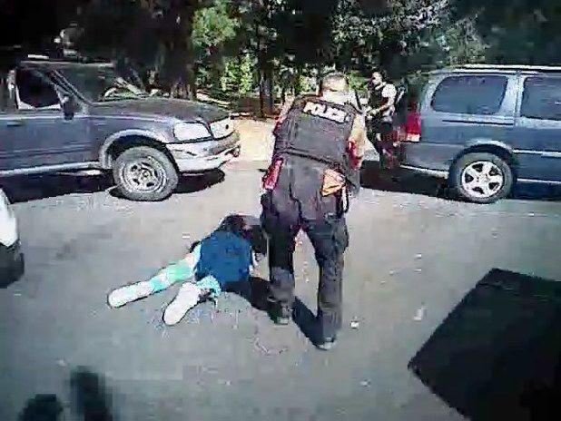 米国黒人射殺で警察が映像公開 - 毎日新聞