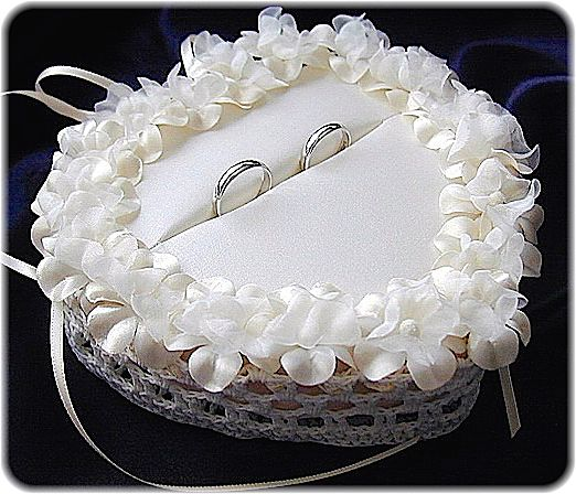 ateliersarah's ring pillow/heart-shaped lace basket decorated with floret