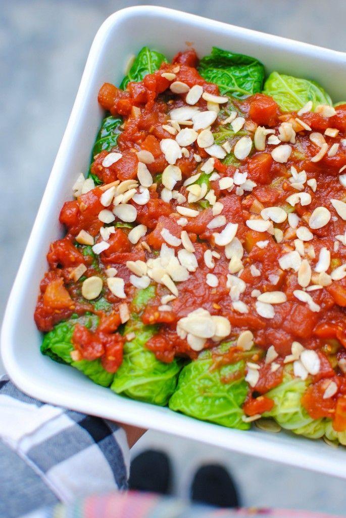 rolinhos de lombarda com millet, couves de bruxelas e amêndoas | cabbage rolls with millet, brussel sprouts and almonds