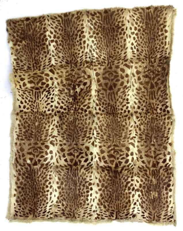 Lote 105 - PELE DE LEOPARDO, TAPETE – Dim: 180x140 cm. Nota: com defeitos - Current price: €130