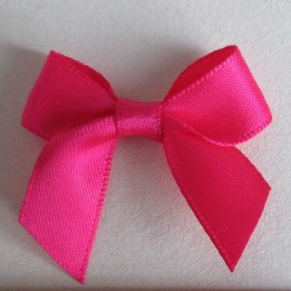 SATIN BOWS APPROXIMATELY 4cm ACROSS PANTONE COLOUR CHART -175 SHOCKING PINK WEDDING STATIONERY SUPPLIES FROM www.vintagelaceweddingcards.co.uk PLEASE SHARE