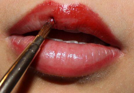 Skandalös roten Lippenstift auftragen – eine Anleitung | Lipsticklove.de Beauty Blog