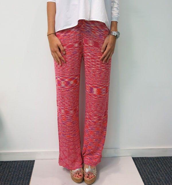 Pantalon de algodón ancho, con efecto jaspeado en tono rojo.