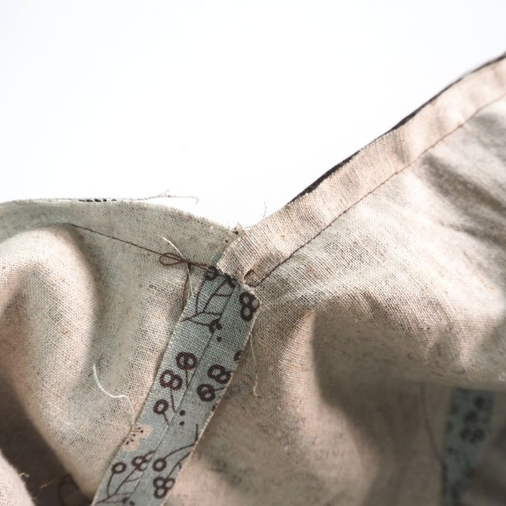 Hobo Bag Sewing Tutorial Pattern. A step-by-step tutorial with photos