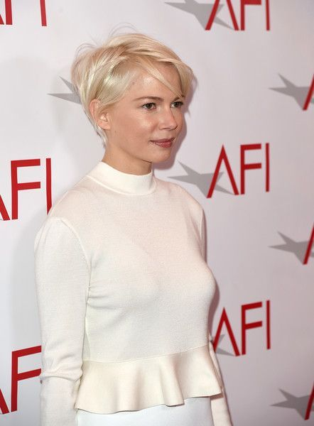 Michelle Williams Photos - Actress Michelle Williams attends the 17th annual AFI Awards at Four Seasons Los Angeles at Beverly Hills on January 6, 2017 in Los Angeles, California. - 17th Annual AFI Awards - Red Carpet