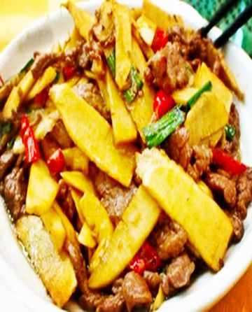 Halal Chinese Food - Stir-Fried Beef With Bamboo Shoots - Cooked using the freshest young bamboo shoots, beef and agarics (mushrooms),delicious.Enjoy Halal food,halal meat in Chinese Halal Restaurants with muslimtourtravel.com in China. http://www.muslimtourtravel.com/
