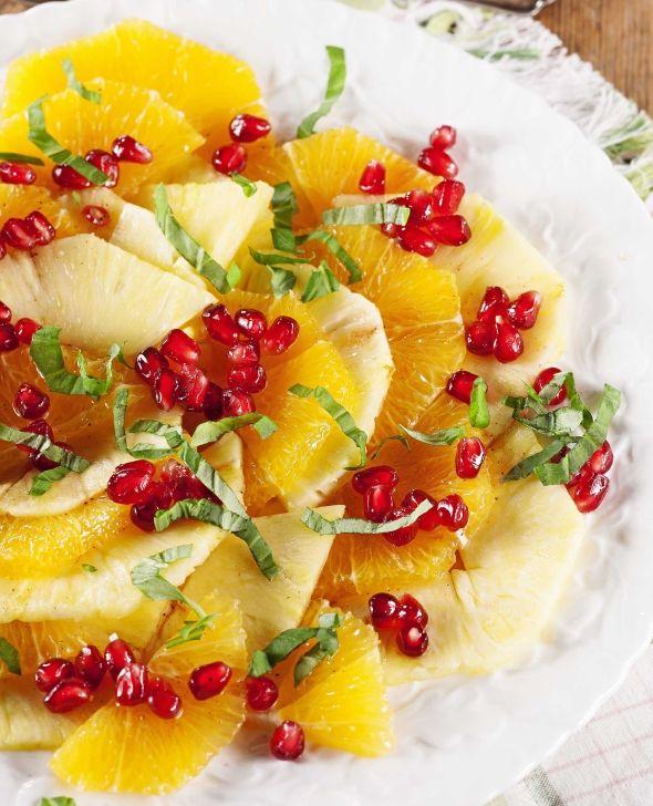 Pine apple and orange salad witn pomegranate - Ananas-appelsiinisalaatti ja granaattiomenaa