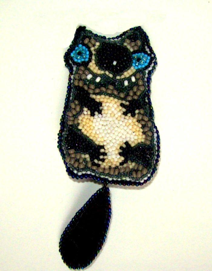 """Елена Коломоец. Брошь """"Очень сытый кот"""". Вышивка бисером.  Helen Kolomoets. Brooch """"Fed the Cat"""" Bead embroidery"""