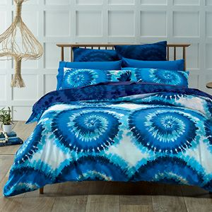 Janis features an exciting tie-dye design that evokes memories of the fabulous seventies, its fashion and pop culture. Using a palette of beautiful blues, the compelling pattern is complemented by a euro pillowcase in a dark blue tie-dye pattern. The quilt cover has the same pattern on the reverse and press stud closure.