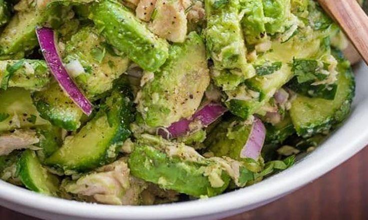 Ma salade de thon et avocat est délicieuse... un bon p'tit lunch santé, qui se cuisine en moins de 10 minutes!