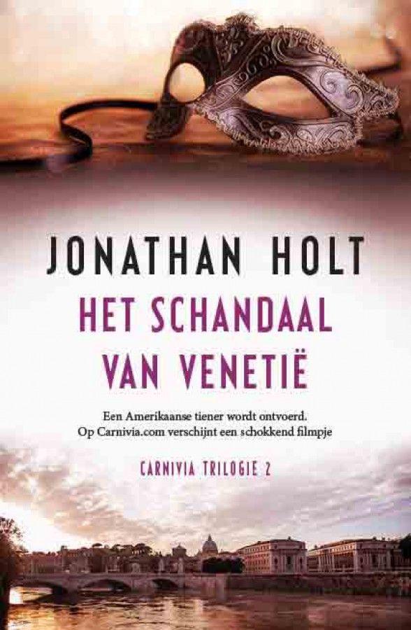Jonathan Holt - Het schandaal van Venetië - Het schandaal van Venetië is het tweede deel van de Carnivia-trilogie van Jonathan Holt (1963), die na een studie Engelse literatuur zijn maatschappelijke carrière begon als toneelschrijver en tegenwoordig creative director is van een van Engelands grootste reclamebureaus. Holt is een italofiel, zoals al bleek in deel 1, Het labyrint van Venetië, dat doorspekt is met gedetailleerde ...