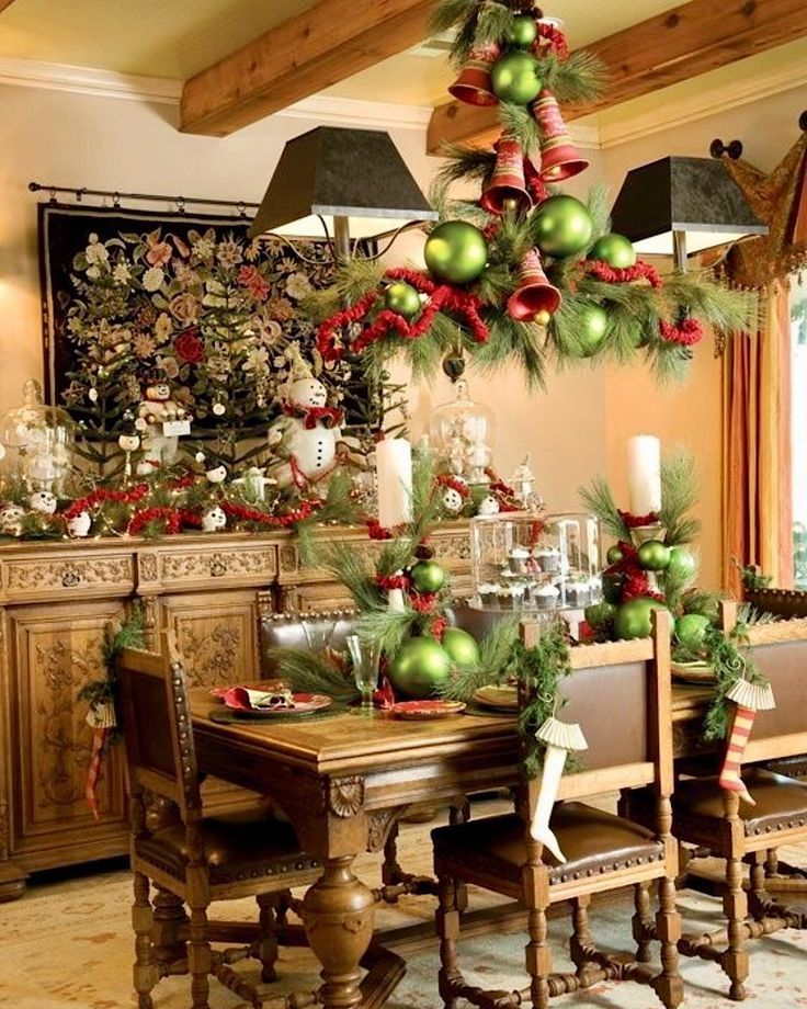 20 Exceptional Christmas Table Centerpiece & Decorating Ideas