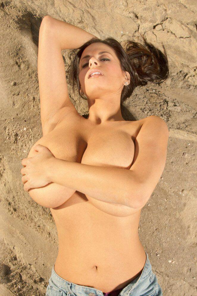 hot voluptuous mom nude