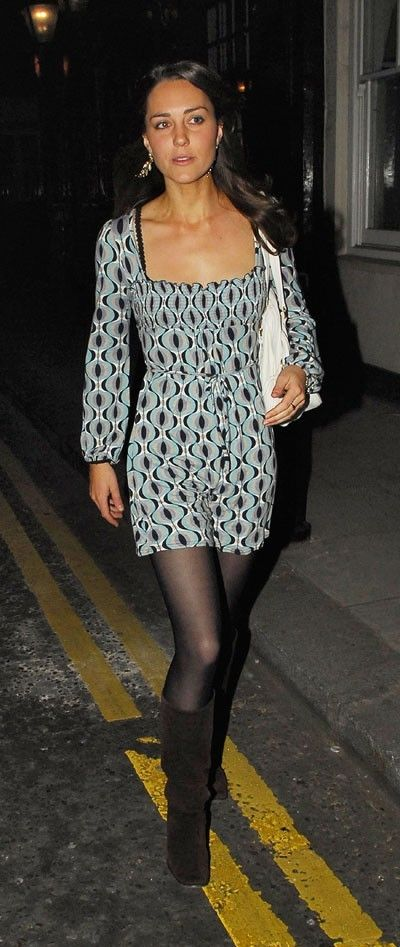Look de star : la mini robe graphique Kate Middleton en avril 2007