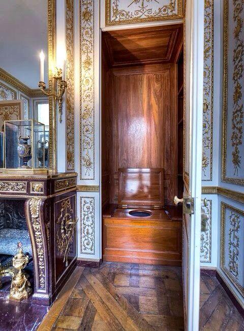 Le petit trône du roi à #Versailles   #bois, #wood, #madeira, #menuiserie, #ébénisterie, #joinery, #carpintaria, #woodwork, #design, #architecture, #furniture, #meuble, #movel,