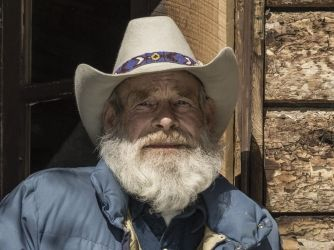 Mountain Men Cast - History.com Deep in the heart of the Yaak Valley, located in the extreme northwest of Montana, lives an old-time trapper and tanner named Tom Oar.