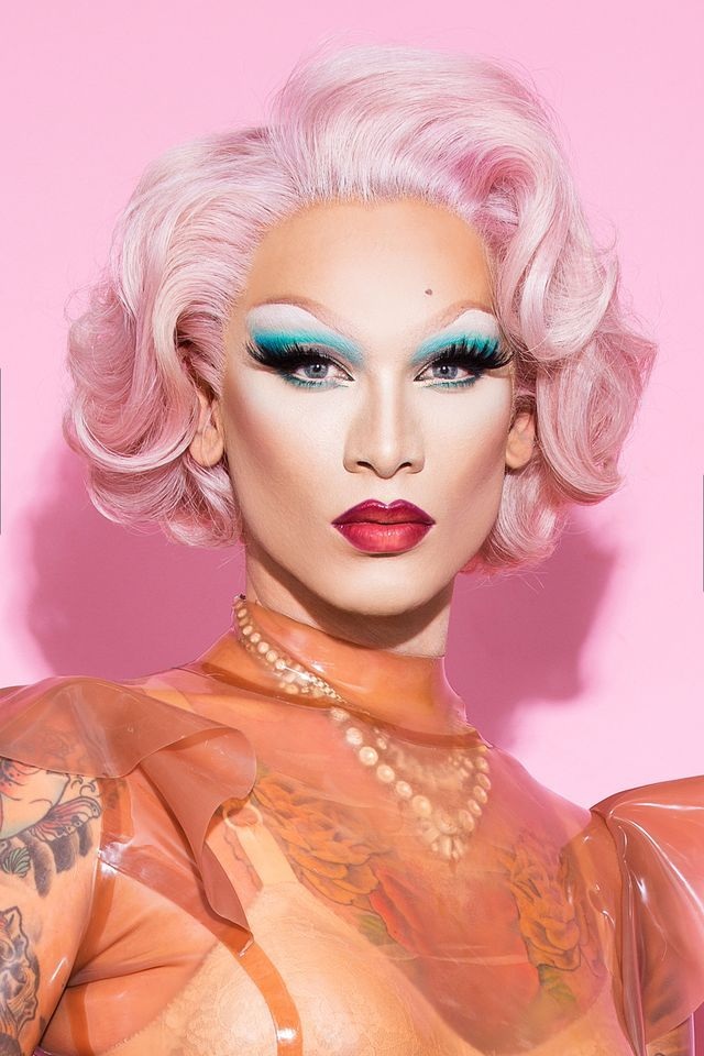 10 Life-Changing Makeup Hacks From Drag Queen Miss Fame - My most beautiful makeup list Drag Queens, Diy Beauty Secrets, Beauty Tutorials, Beauty Hacks, Cosmopolitan, Pro Makeup Tips, Drag Queen Makeup, Maquillage Halloween, Gorgeous Makeup