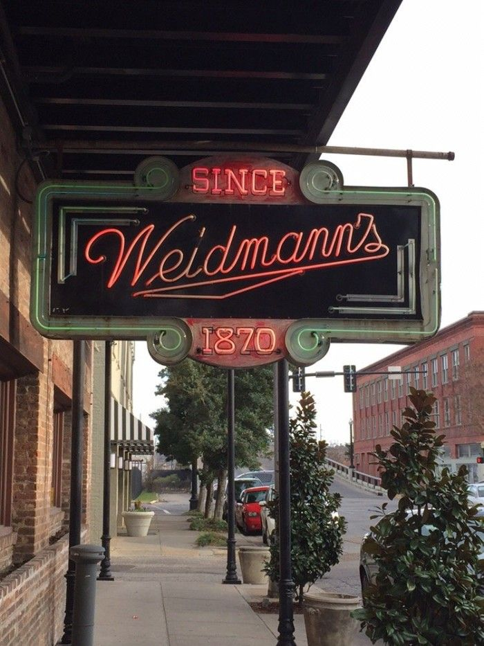10 oldest eating spots in Mississippi that have stood the test of time.