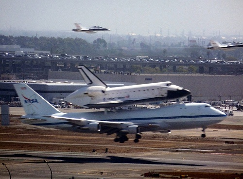 My view of the Space Shuttle Endeavour landing at LAX today. Commentary & more photos: http://www.hyperborea.org/journal/2012/09/endeavour/: Photo