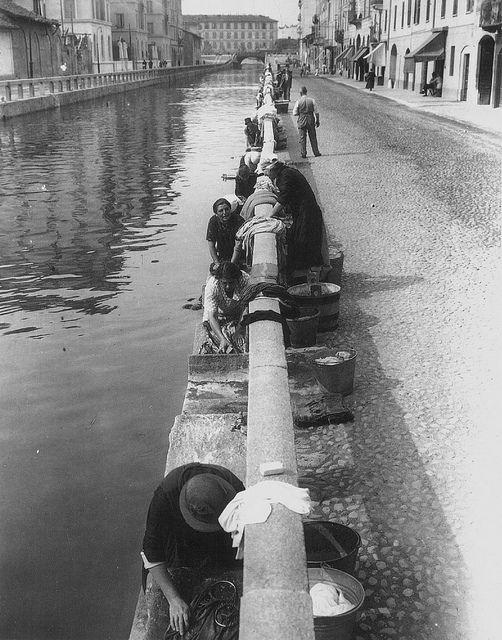 Italy. Le Lavandaie Milan, 1943 - Naviglio Pavese #milano #storia #fotografia