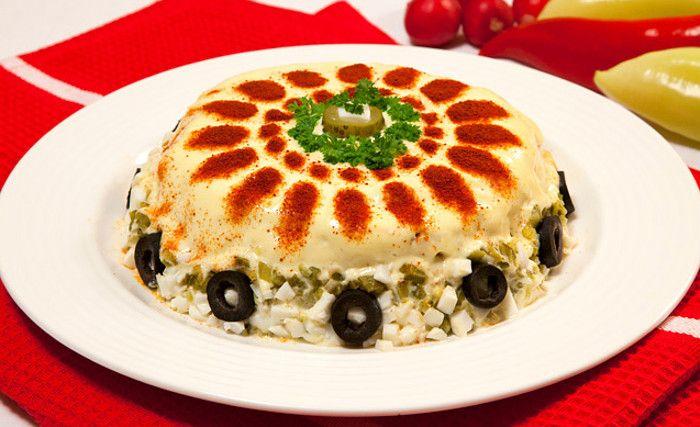 Салат с курицей, корнем сельдерея и солеными огурцами. Вкусно и легко приготовить. Кулинарный рецепт с фото. Домашние рецепты.