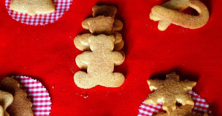 Como ya sabeis, adoro hornear y hacer galletas, así que estos cortapastas navideños eran excusa más que perfecta para ponerme a hacer ga...