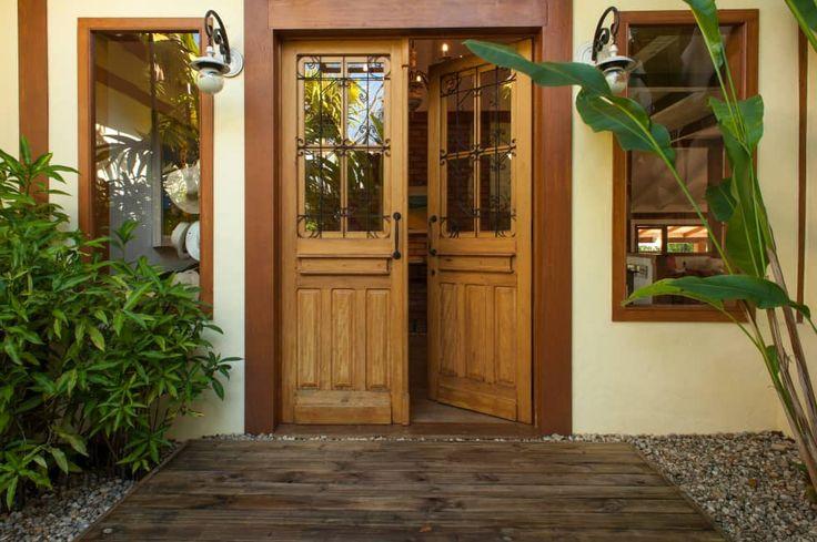 Jaguariuna: Portas e janelas rústicas por PM Arquitetura